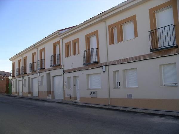 Foto fachada exterior de construcciones y reformas for Zarosan construcciones y reformas sl