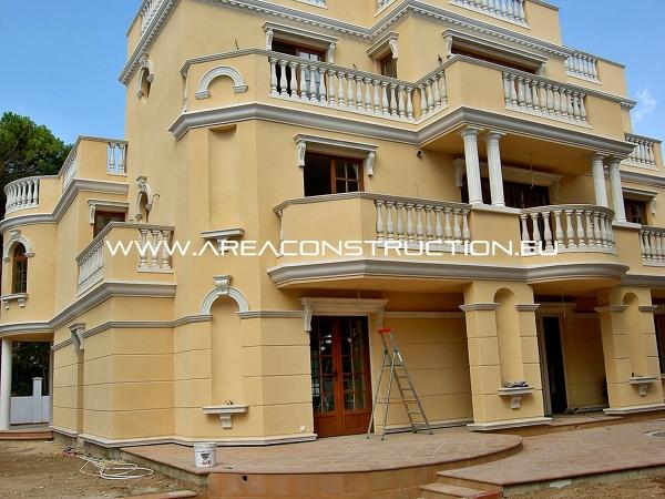 Foto fachada lateral casa de lujo castelldefels for Fachadas de hoteles de lujo