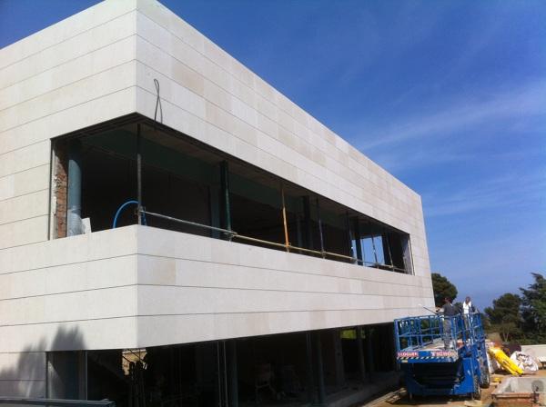 Foto fachada ventilada con piedra caliza de aplacados - Precio fachada ventilada ...
