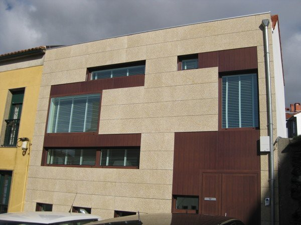 Foto fachada ventilada en 4 cm de propetan piedra - Fachada ventilada piedra natural ...