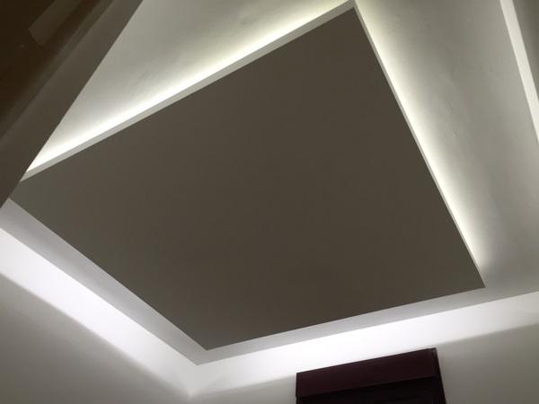 Foto falso techo de pladur con luz indirecta de led de for Casas con cielo falso