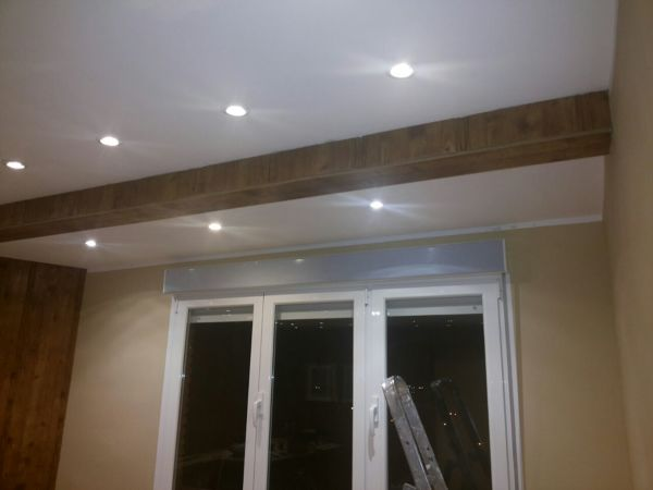 Foto forrar viga techo antes de molduras finales de for Molduras para techo