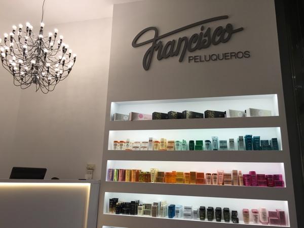 Foto francisco peluqueros porto pi de bonaire iluminaci n for Francisco peluqueros porto pi