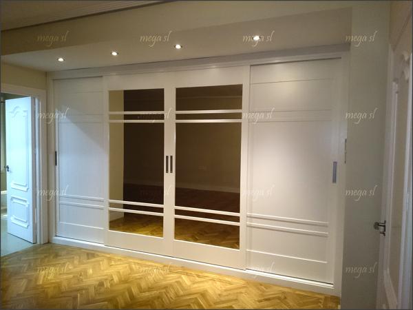 Foto frennte de armario lacado en blanco de puertas correderas de mega s l 698906 habitissimo - Armario blanco puertas correderas ...