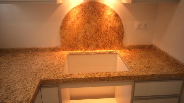bancada de cocina en granito amarillo Teneré de Naturamia