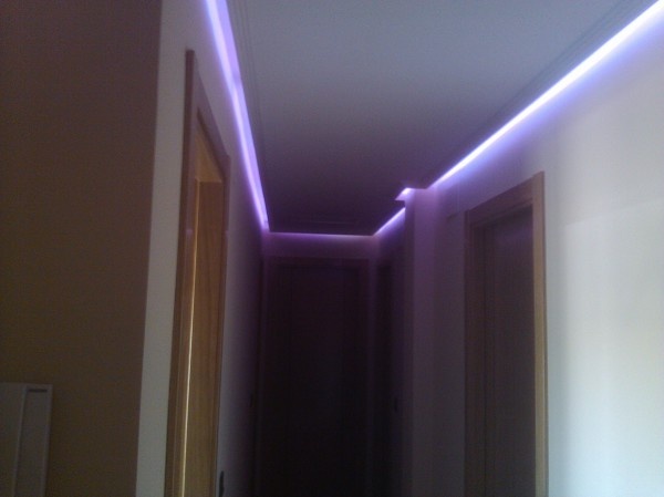 Foto iluminacion rgb led en pasillo de efielec 544090 - Iluminacion de pasillos ...