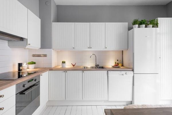 Foto cocina con muebles blancos de living mallorca deco for Muebles cocina mallorca