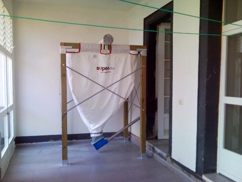 Foto instalaci n de caldera de pellets con silo de for Caldera de pellets para radiadores