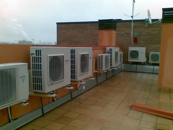 Foto instalaci n de maquinas de aire acondicionado de for Maquinas de aire acondicionado baratas