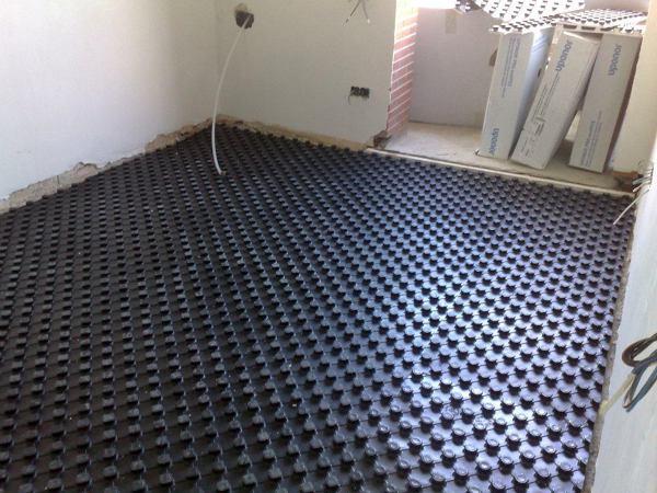 Foto instalacion suelo radiante piso 250 m2 de energias y for Presupuesto suelo radiante