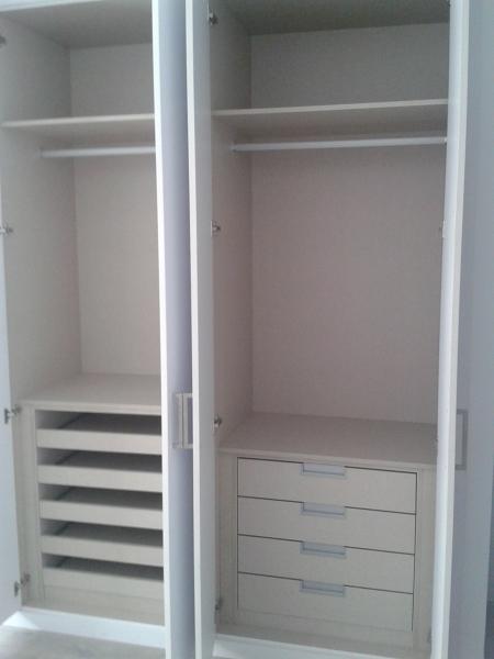 Foto interior armario acabado textil de construye cogollos s l 1436408 habitissimo - Armarios empotrados burgos ...