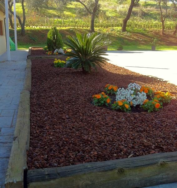 Foto jardinera terminada de extrenatura servicios - Jardineras prefabricadas ...