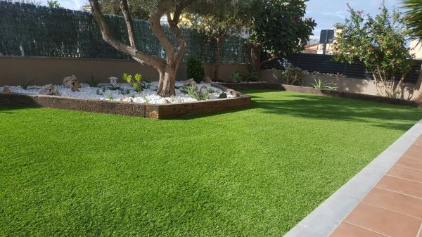Foto jardines con ornamentacion de bajo mantenimiento de for Ornamentacion de jardines