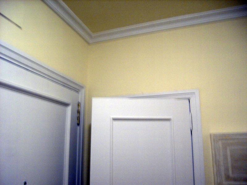 Foto lacar puertas pintar paredes en color y moldura en - Lacar puertas en blanco presupuesto ...
