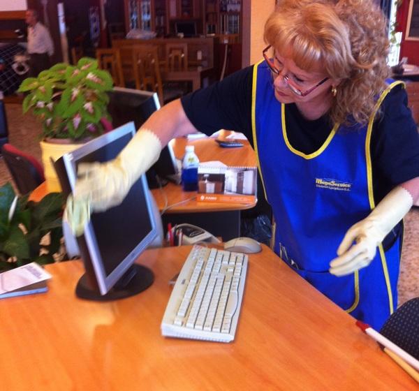 Foto limpieza de oficinas en madrid de megaservice for Oficinas ss madrid