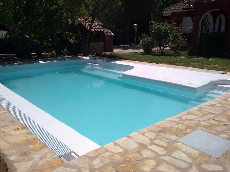 Foto llenando la piscina de piscinas j c 364937 for Empresas que construyen piscinas
