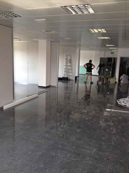 Foto mamparas vidrio templado oficinas valencia de for Emivasa valencia oficinas