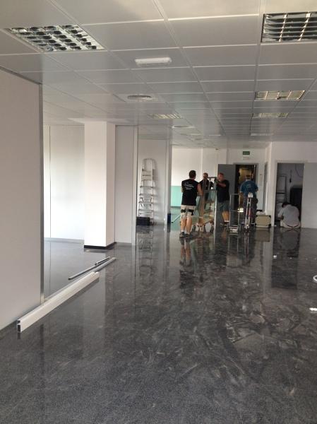 Foto mamparas vidrio templado oficinas valencia de for Oficinas prop valencia