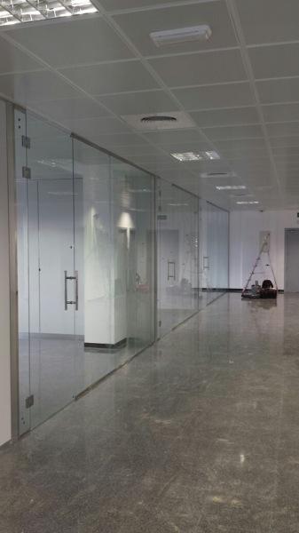 Mamparas vidrio templado cheap cristal de vidrio para la for Oficinas ups valencia