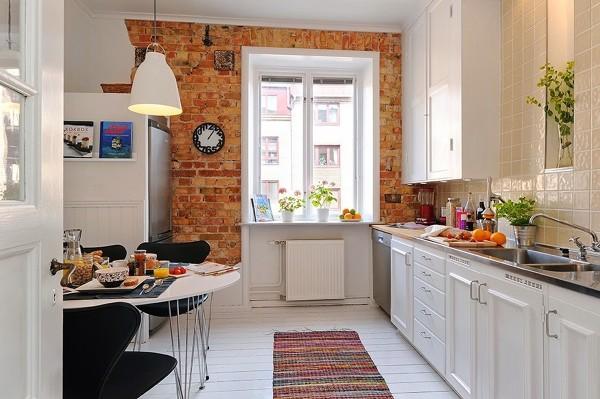Foto: Mesa en la Cocina con Sillas Negras de Elenatorrente Díaz ...