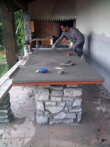 Foto mesa y bancos de piedra para jard n de claxa for Mesa y banco de jardin