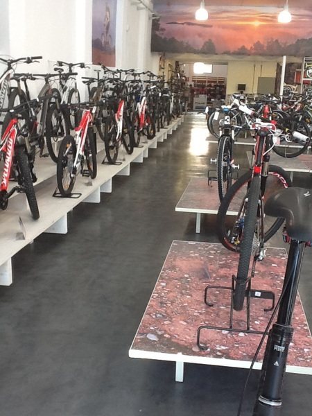 Foto microcemento en tienda bicicletas de omicro - Instalaciones y reformas ...