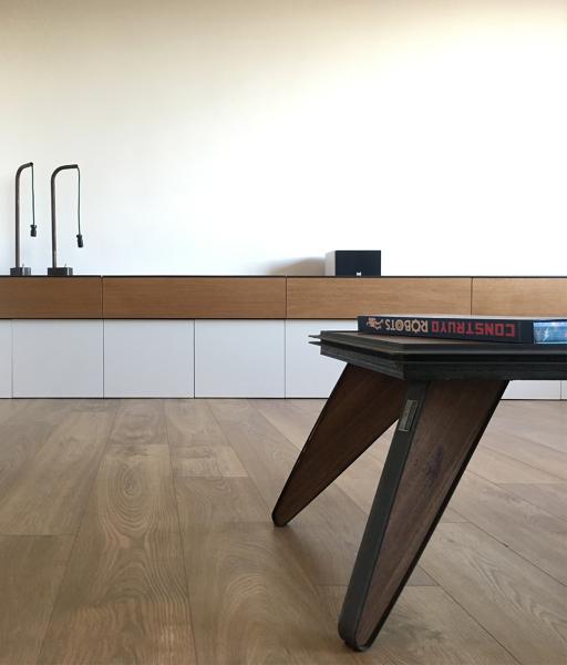 Foto mueble bajo para sal n dise o en roble y laca blanca - Mueble bajo salon ...