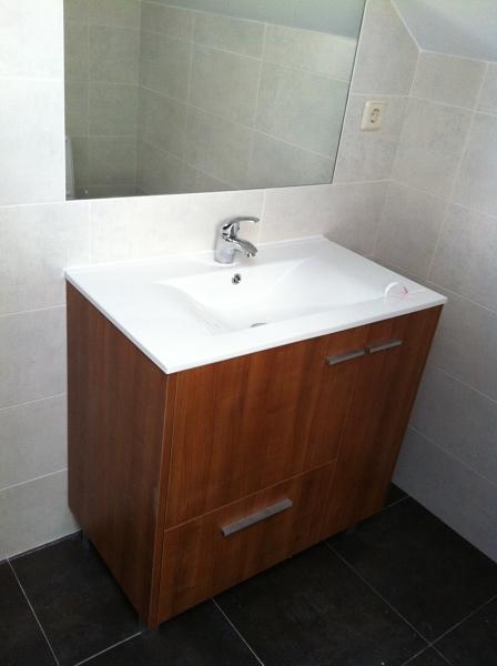 Foto mueble cerezo y espejo alicatados de roca de osm - Muebles hispania ...
