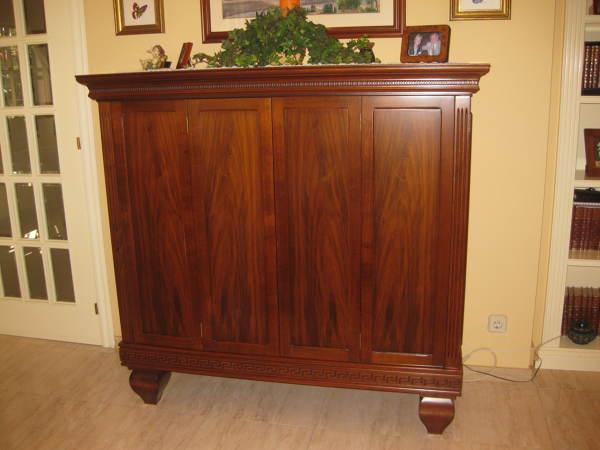 Foto mueble cl sico de carpinter a y ebanister a antonio - Mueble ocultar tv ...