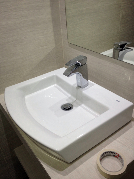 Foto mueble de obra con lavabo de sobre encimera de amg - Muebles para lavabos sobre encimera ...