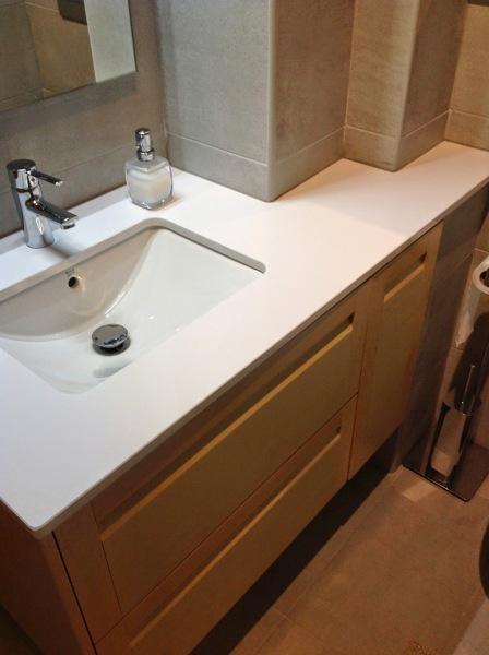 Foto mueble lavabo hecho a medida de haya de for Mueble para lavabo sobre encimera