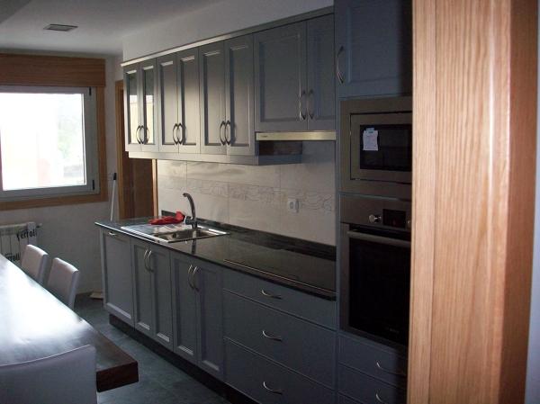 Foto Muebles Cocina Lacados a Mano de Francisco Carneiro Uzal #834963