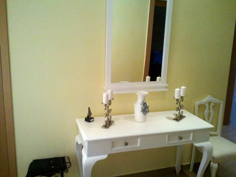 Foto muebles lacados en blanco de decoraciones 2010 s l for Muebles lacados en blanco baratos