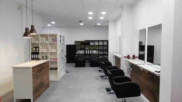 Foto muebles para peluqueria de carpinter a mozaco for Muebles de peluqueria en oferta