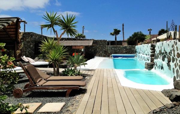 Foto muebles piscina de miriam mart 834629 habitissimo for Muebles para piscina