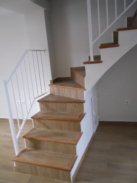 Foto nueva escalera de mamperlanes de madera y for Ceramica imitacion madera precios