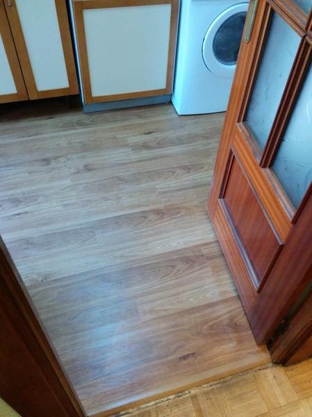 Foto parquecite s l suelo de vinilo para cocinas y - Tarima para cocina ...
