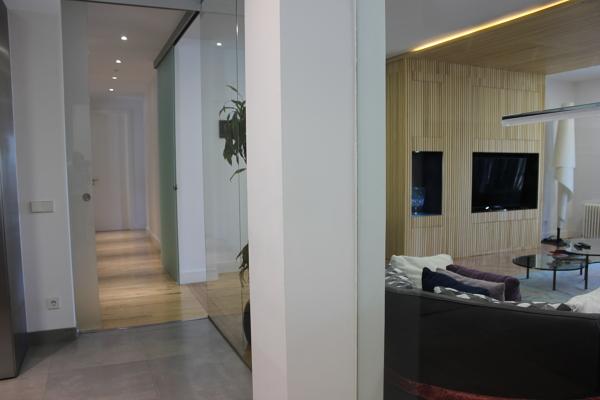 Foto pasillo y salon tabiqueria de cristal puertas - Puertas correderas de cristal y madera ...