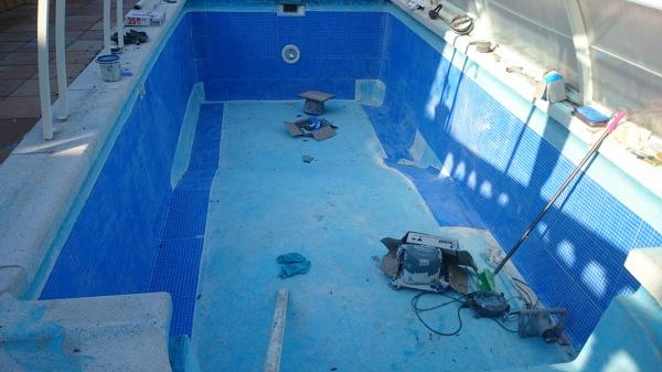 Foto pegado del gresite con pegamento de fuerte for Pegamento para piscinas