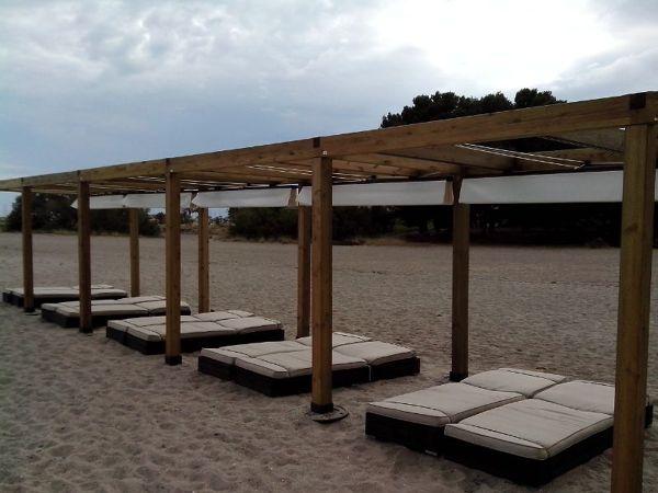 Foto pergolas de madera en la playa de toldos p rgolas carpinter a de aluminio y decoraci n - Foto pergola ijzer smeden ...