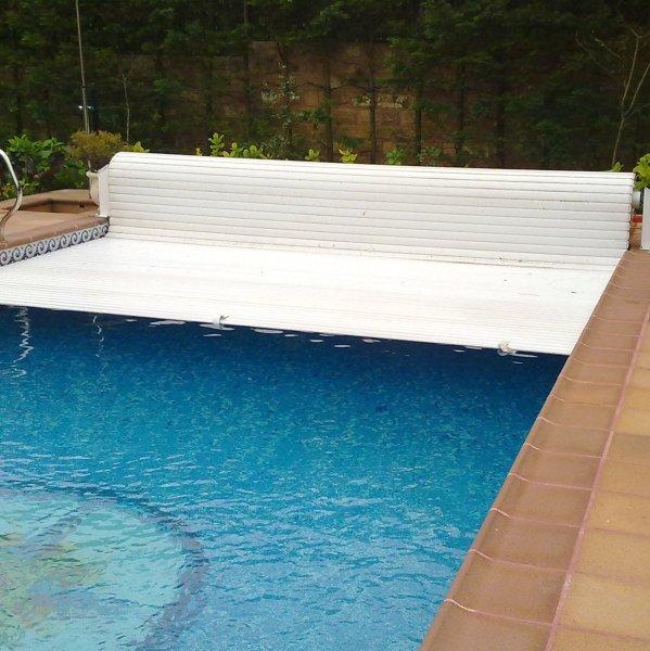 Foto persiana para piscina motorizada en sopelana de - Motor para piscina ...