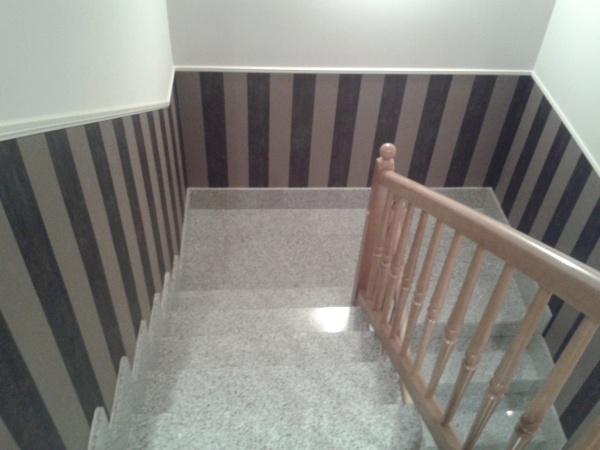 Foto pintado y empapelado escalera de pinturas y lacados - Cuadros para subida escaleras ...