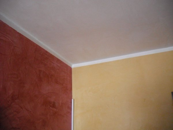 Foto pintura estuco en techo y paredes de acho 1084130 for Techos y paredes verdes