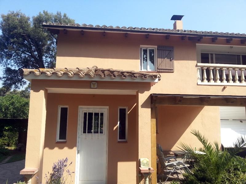 Foto pintura exterior e interior casa de masquepintura for Ideas pintura exterior casa