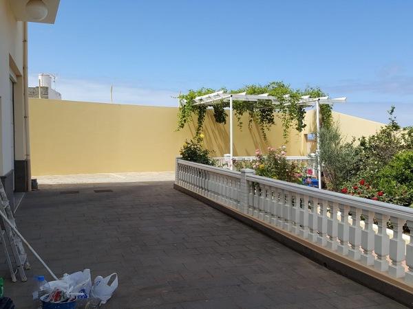 Foto pintura exterior vivienda terraza muros y for Muro de separacion terraza