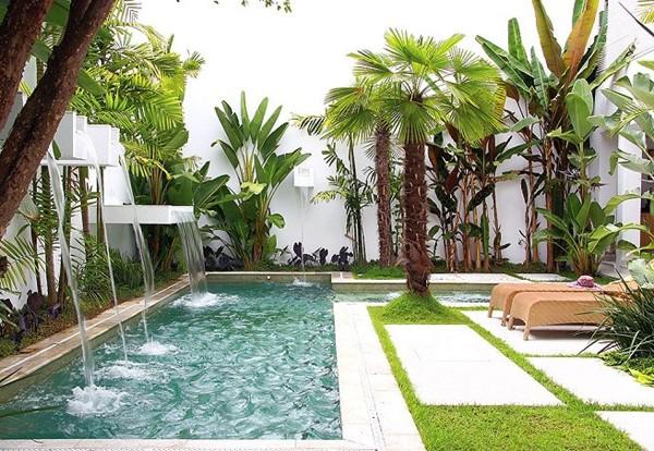 Foto piscina con cascada de marta 1138242 habitissimo for Cascadas prefabricadas