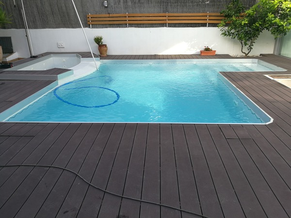 Foto piscina de dise o con jacuzzi y terminaci n acero madera de gunite junior 1391540 - Piscinas con diseno ...
