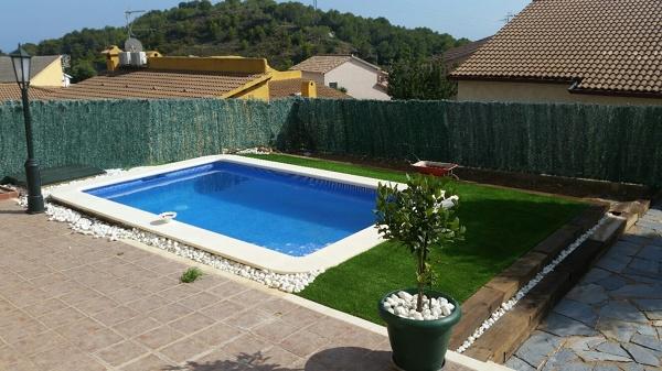 Foto piscina en jardin de la casa de la piscina 1224755 for Piscinas en jardin