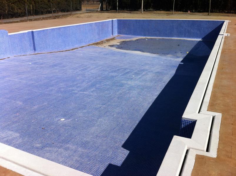Foto piscina municipal de la yesa valencia de edap for Piscina municipal avila