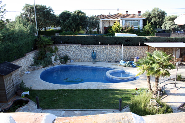 Foto piscina y jardin de cubrian s l 457252 habitissimo for Piscina y jardin 2002 s l